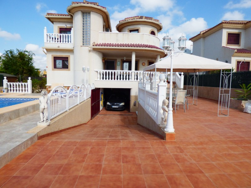 3 bed Detached Villa in Urbanización La Marina image 7