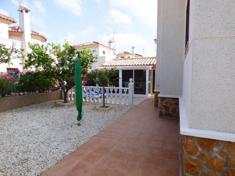 3 bed Detached Villa in Urbanización La Marina image 10
